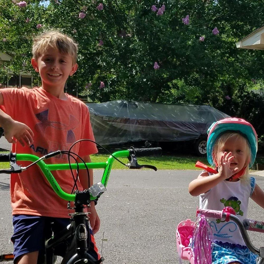 The kiddos having fun, hardly missing their mama!