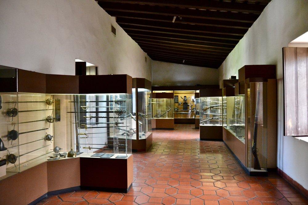 Museo de las Casa Reales Weapons Room.jpg