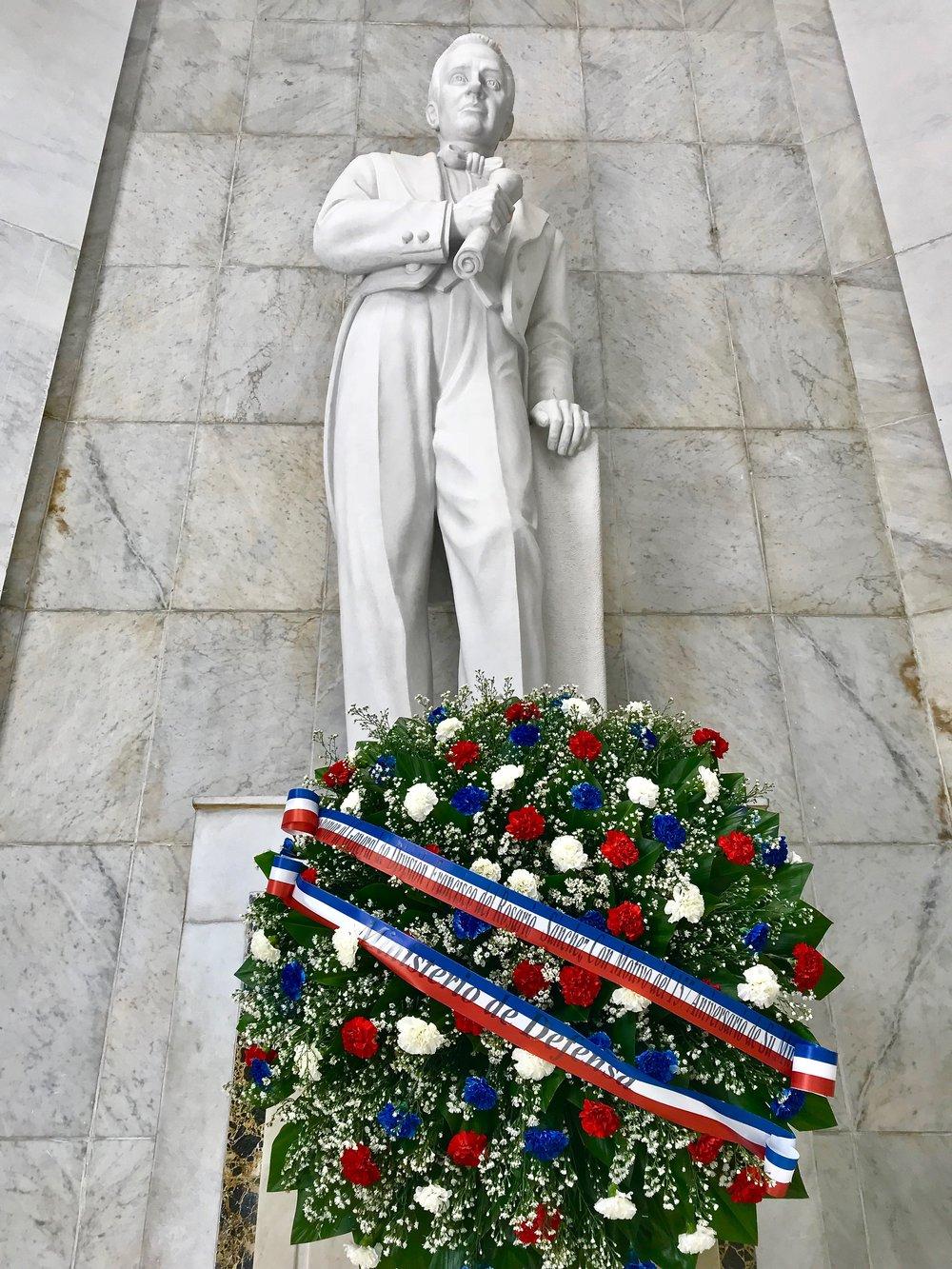 Altar de la Patria flower wreath.jpg