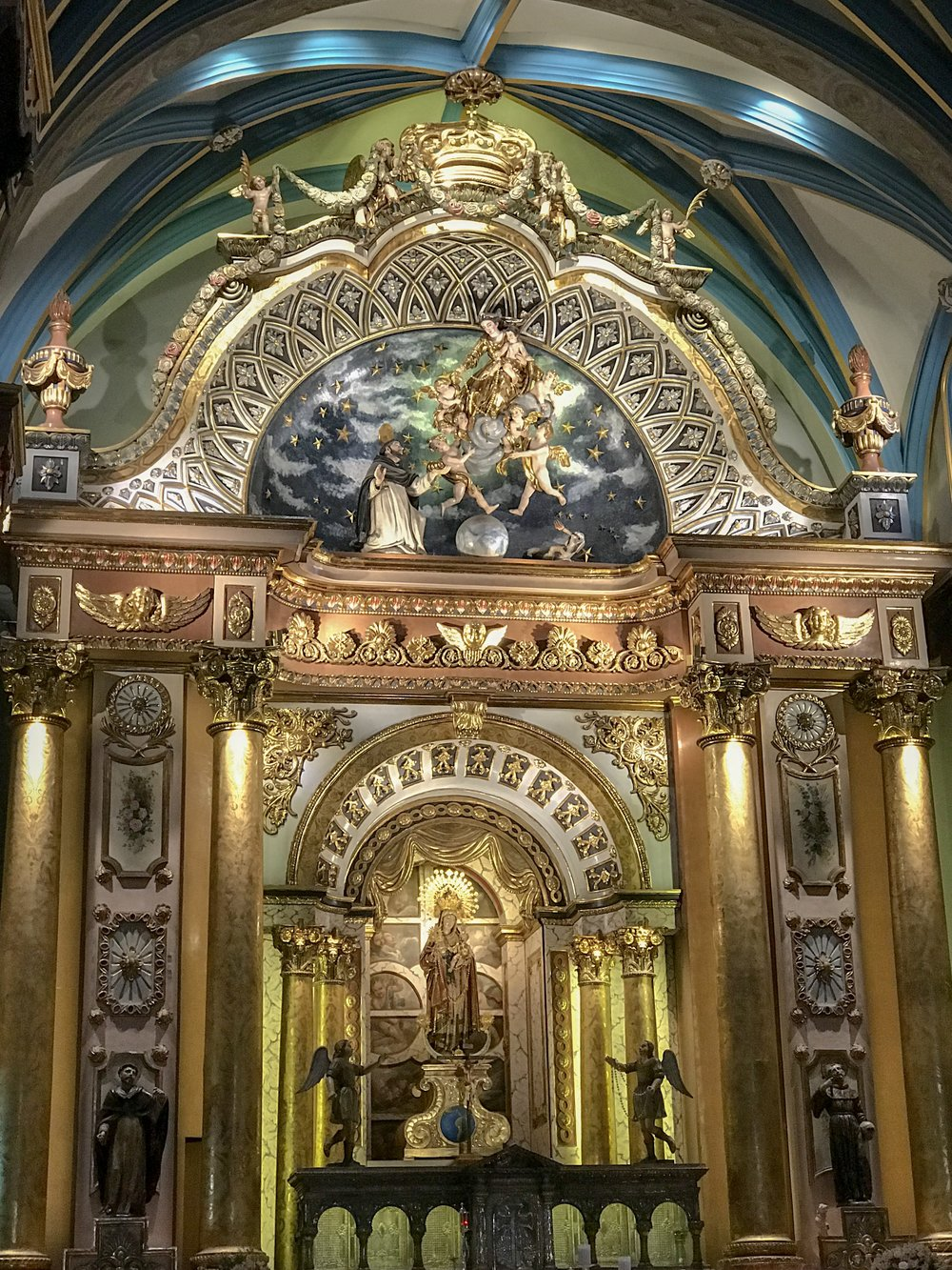 High Altar of Santo Domingo in Lima.JPG
