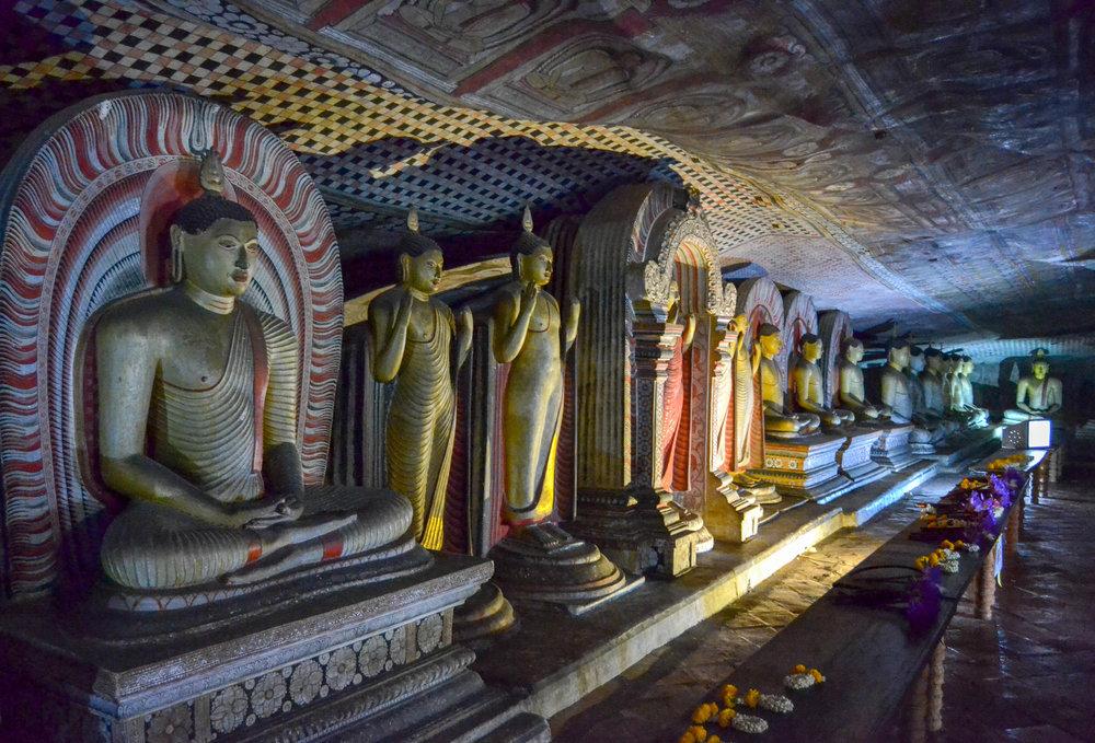 Dambulla Cave Buddhas.jpg