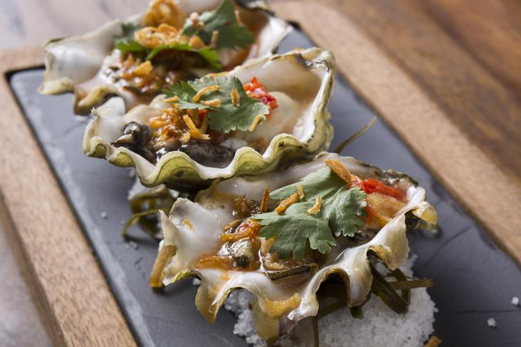 Mama-san-oysters-hong-kong