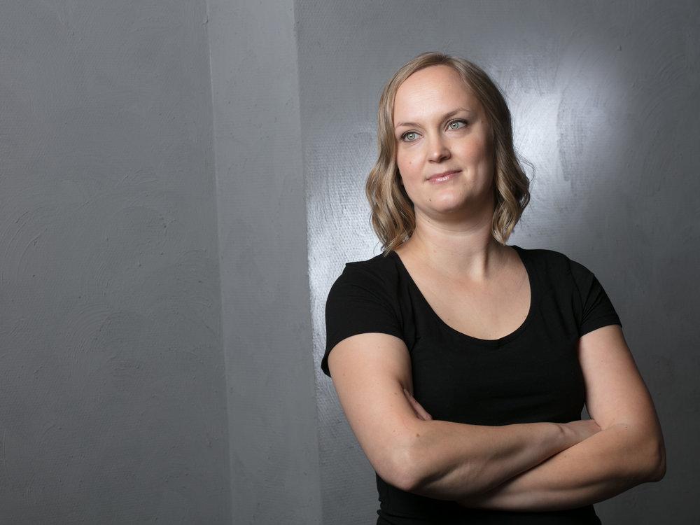 Sinua palvelee - Anni LipastiVerhoilija 2016Rakennusrestauroija AMK 2007