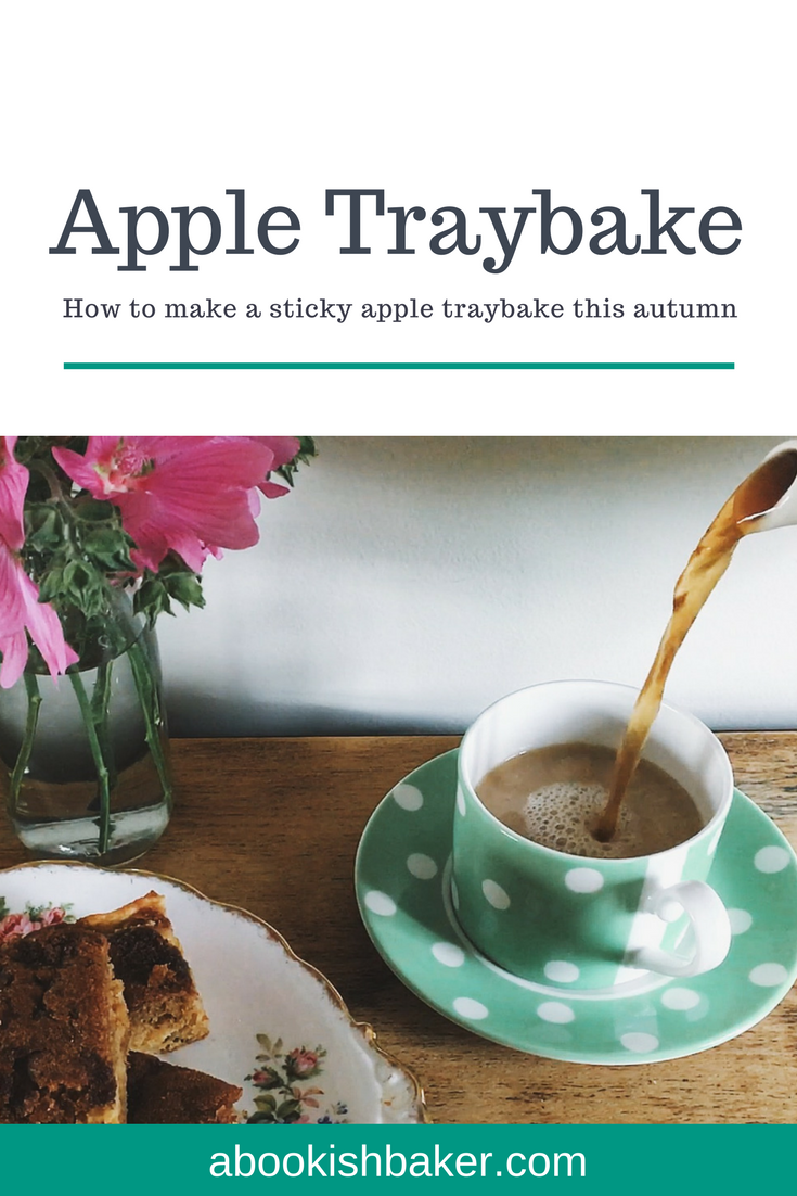 how to make a sticky apple traybake