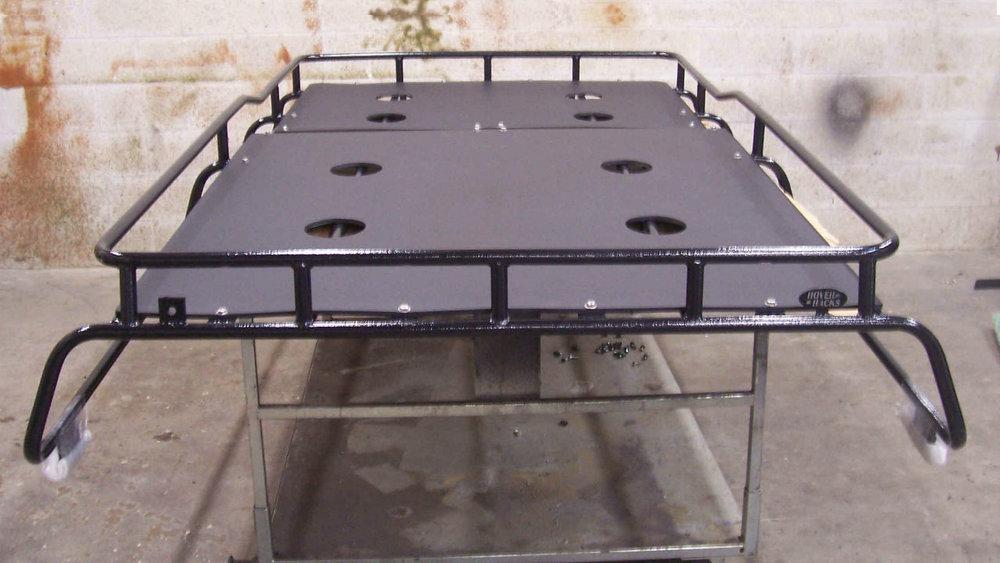 off-road-roof-rack-XL-LITE-flooring-black-top-Voyager-offroad.JPG