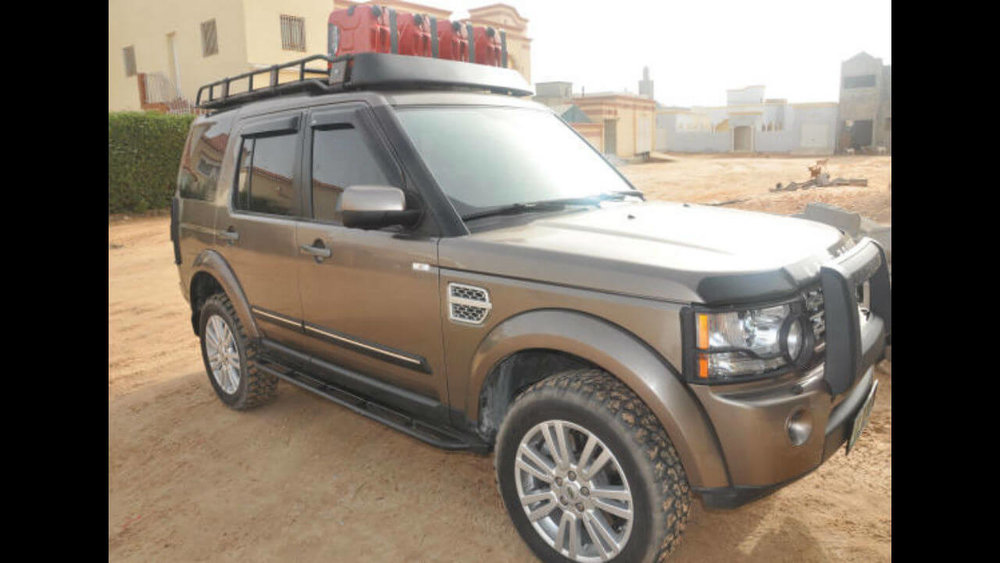 Land-Rover-LR4-voyager-rock-sliders-with-step-off-road-Voyager-Offroad.JPG