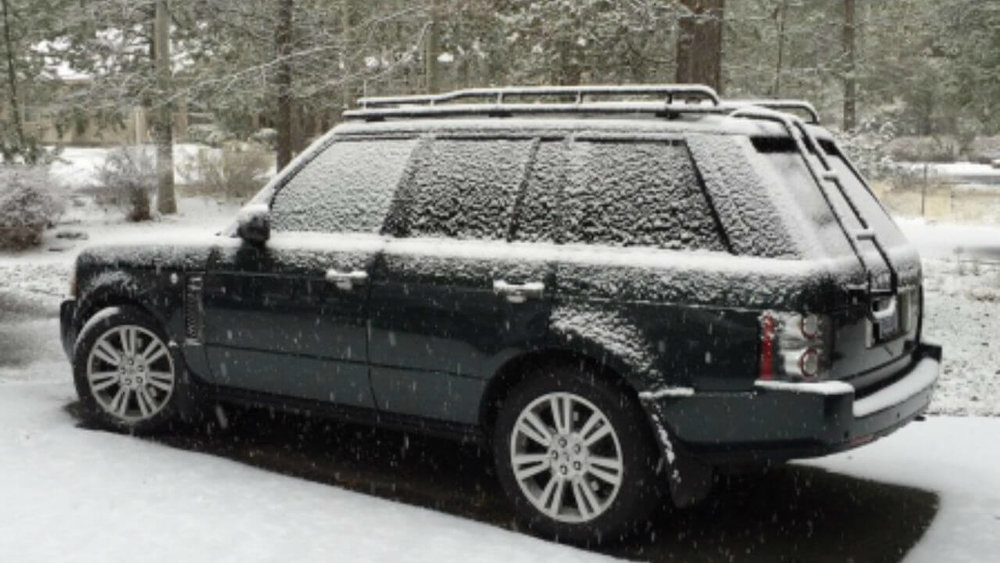 Land-Rover-Range-Rover-MK3-snowing-standard-voyager-roof-rack-off-road-side-Voyager-Offroad.jpg