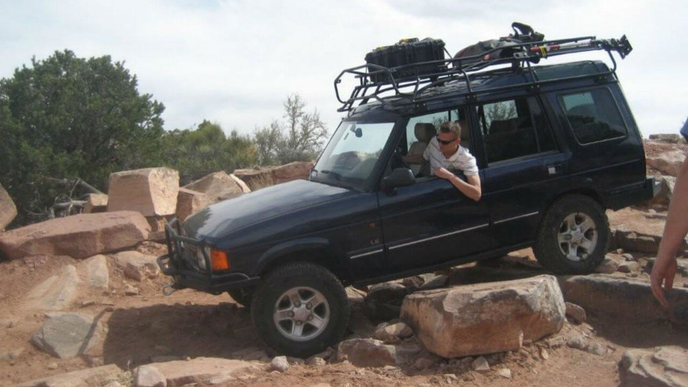 Land-Rover-Discovery-Series-I-rock-crawling-Voyager-roof-rack-off-road-Voyager-Offroad.jpg