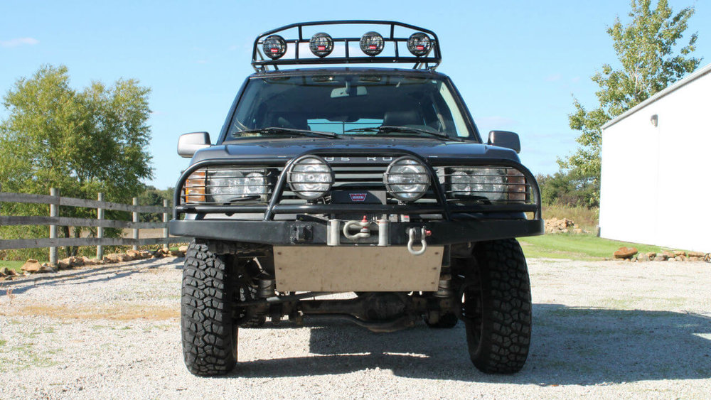 Land-Rover-Range-Rover-P38-off-road-challenge-voyager-roof-rack-front-skid-plate-Voyager-Offroad