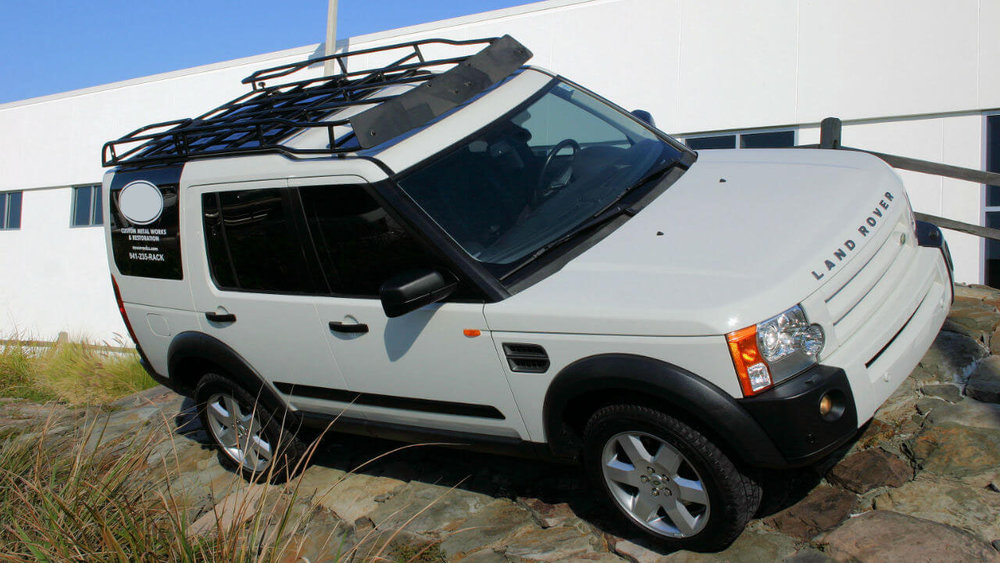 Land-Rover-LR3-white-Voyager-contactor-roof-rack-off-road-side-Voyager-Offroad.JPG