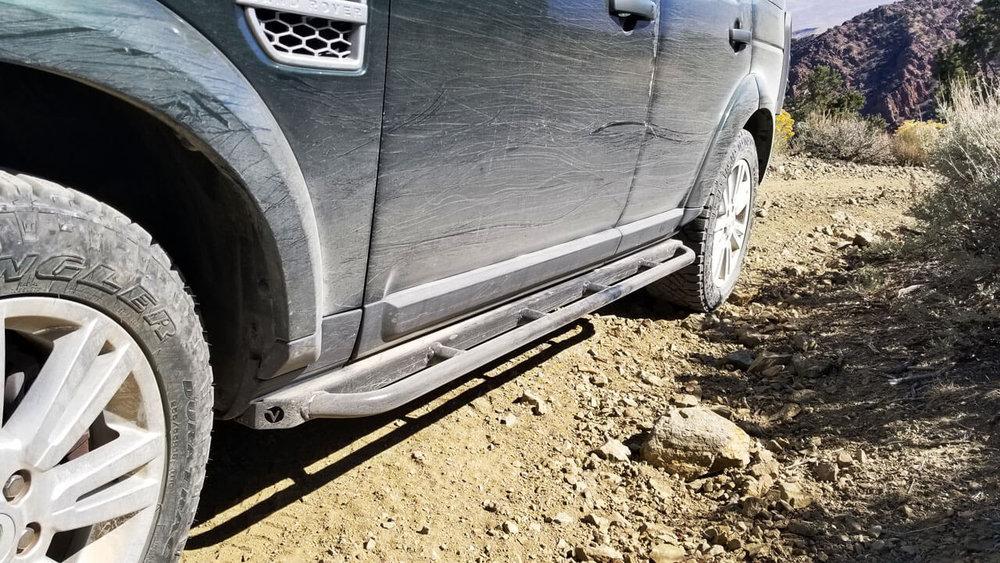 Land-Rover-LR3-standard-voyager-rock-sliders-extra-step-rock-crawling-off-road-Voyager-Offroad.jpg