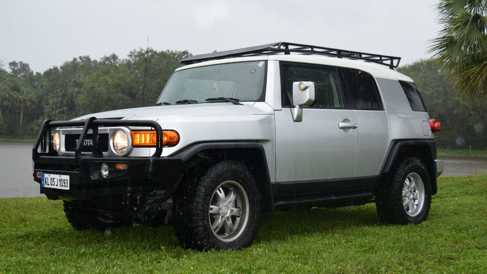 Toyota-FJ-Cruiser-off-road-roof-rack-front-Voyager-Offroad.JPG
