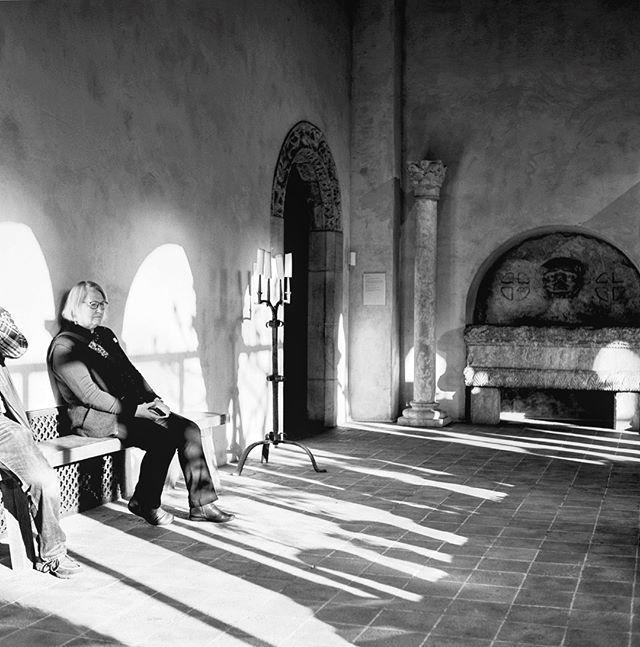 @metmuseum + @louie.herman #yashicamat124g #mamiyarz67  #kodak #kodaktrix400 #onlocation #mediumformat #120film #blackandwhite #portrait #interiors #metcloisters
