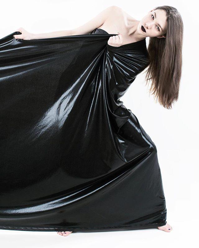 Model: @alalaloren • #profoto #tbt #photooftheday #mua #studio #beauty #model #photoshoot #lightingdesign