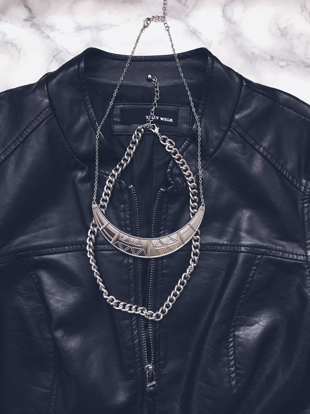 Jacket: Tally Weijl    Necklace: H&M    Chain Necklace: Terranova