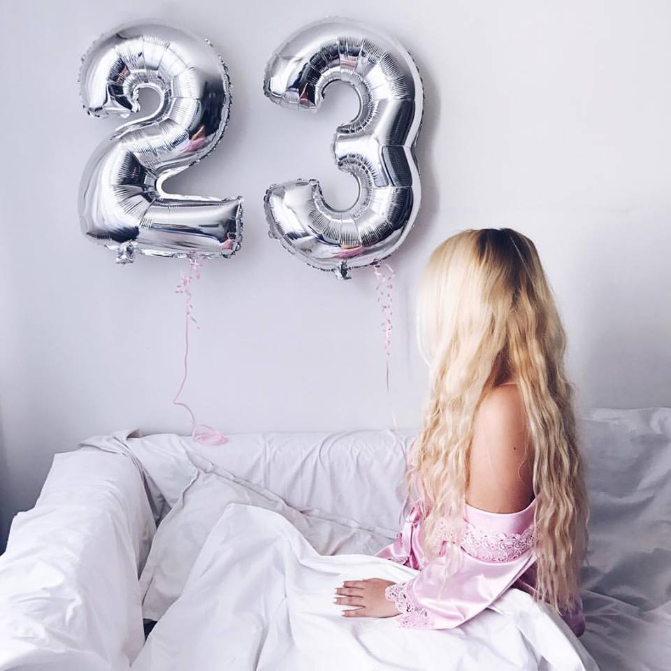 birthday present presents gift gifts bday girl blog blogger blonde hair hairstyle beachwaves 23rd birthdayfashion style clothes