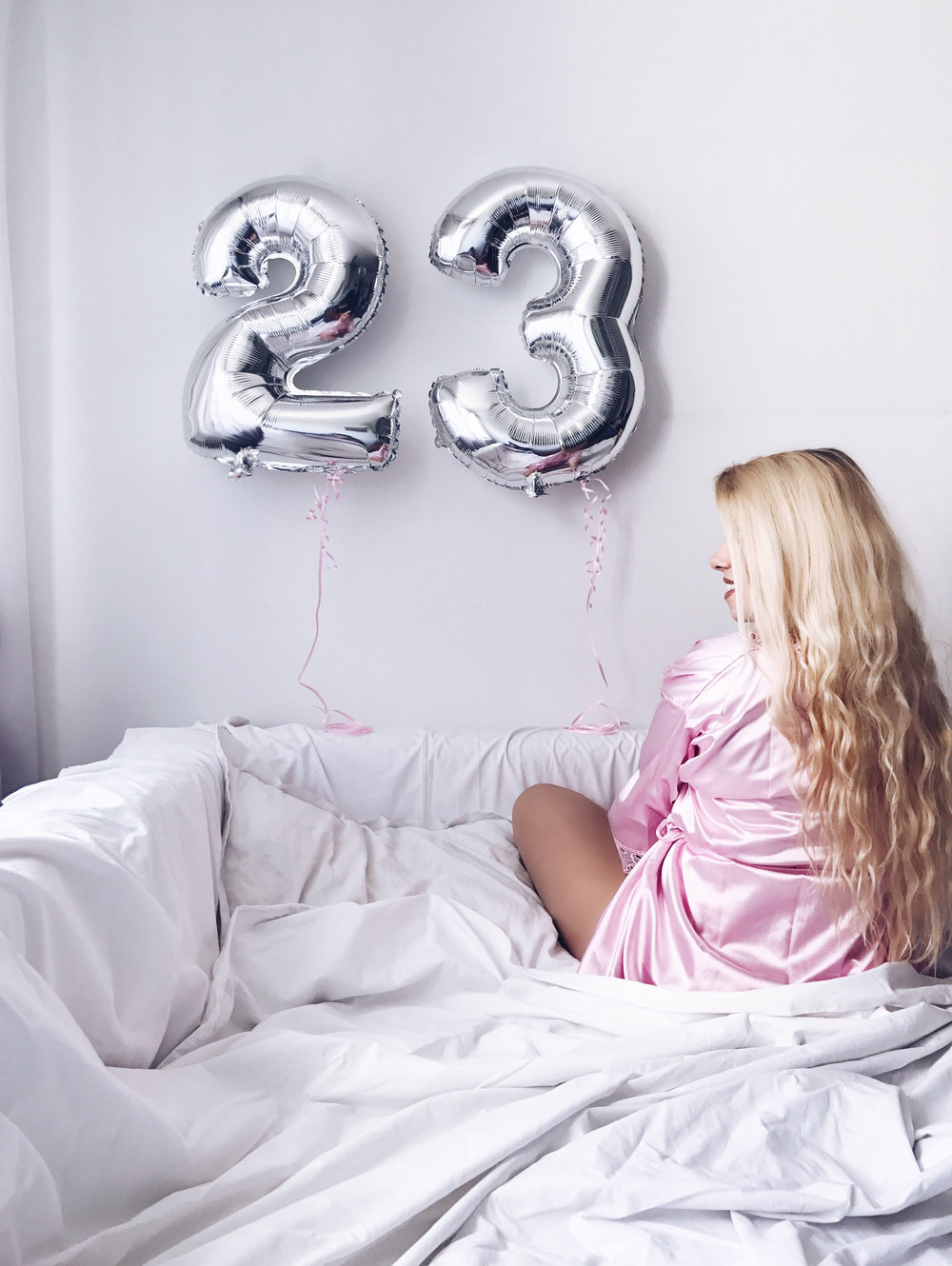 birthday present presents balloon balloons bday girl blog blogger blonde hair hairstyle beachwaves 23rd birthday fashion style clothes