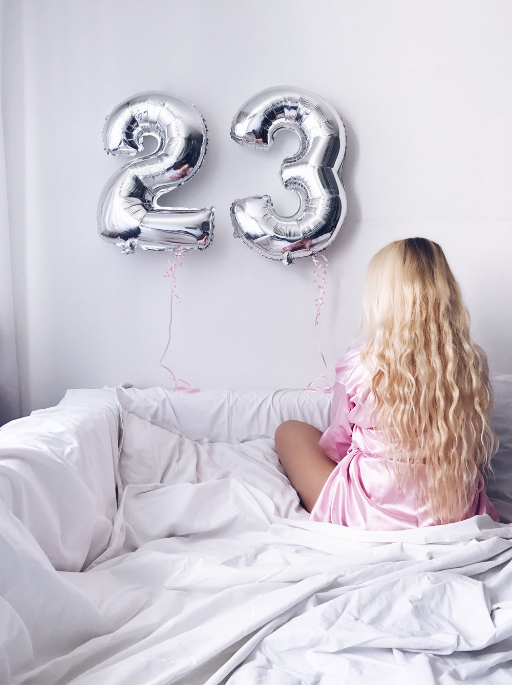 birthday present presents gift gifts bday girl balloon balloons blog blogger blonde hair hairstyle beachwaves 23rd birthday fashion style clothes
