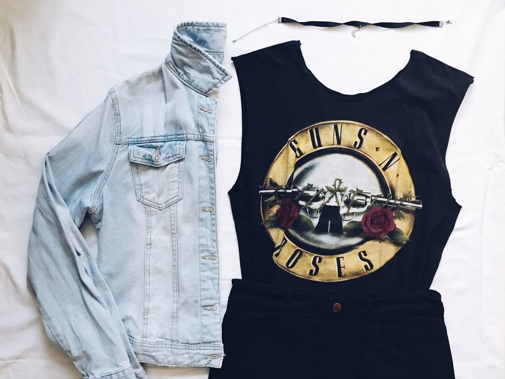style wear band tee tshirt shirt outfit outfits ootd shorts guns n roses rock denim choker flatlay flatlays