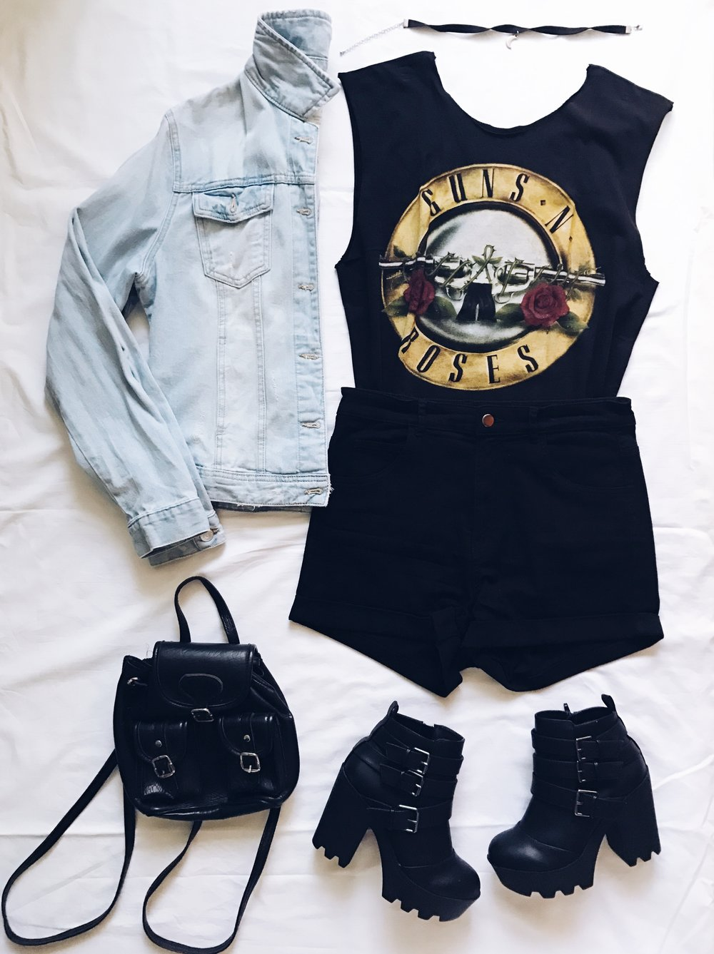 Guns n Roses t-shirt: Hottopic. Customized and cut by me :P  Denim jacket: Calliope  Boots: Tally Weijl  Choker: Amazon Fashion  Vintage Backpack