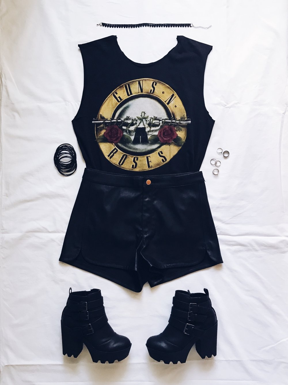 Тениска на Guns n Roses: Hottopic. Преправена и изрязана от мен :P  Кожени къси панталонки: H&M  Боти: Tally Weijl  Choker и гривни: Amazon Fashion  Пръстени: H&M, Orsay