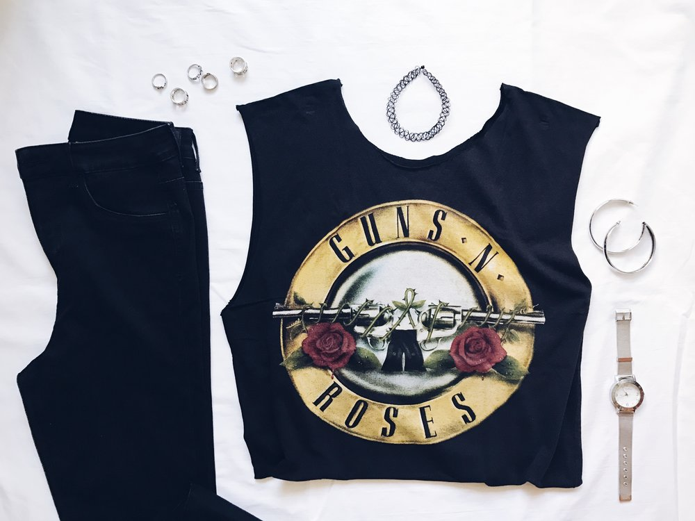 style wear band tee tshirt shirt outfit outfits ootd shorts guns n roses rock jewelry rings earrings watch choker jeans flatlay flatlays