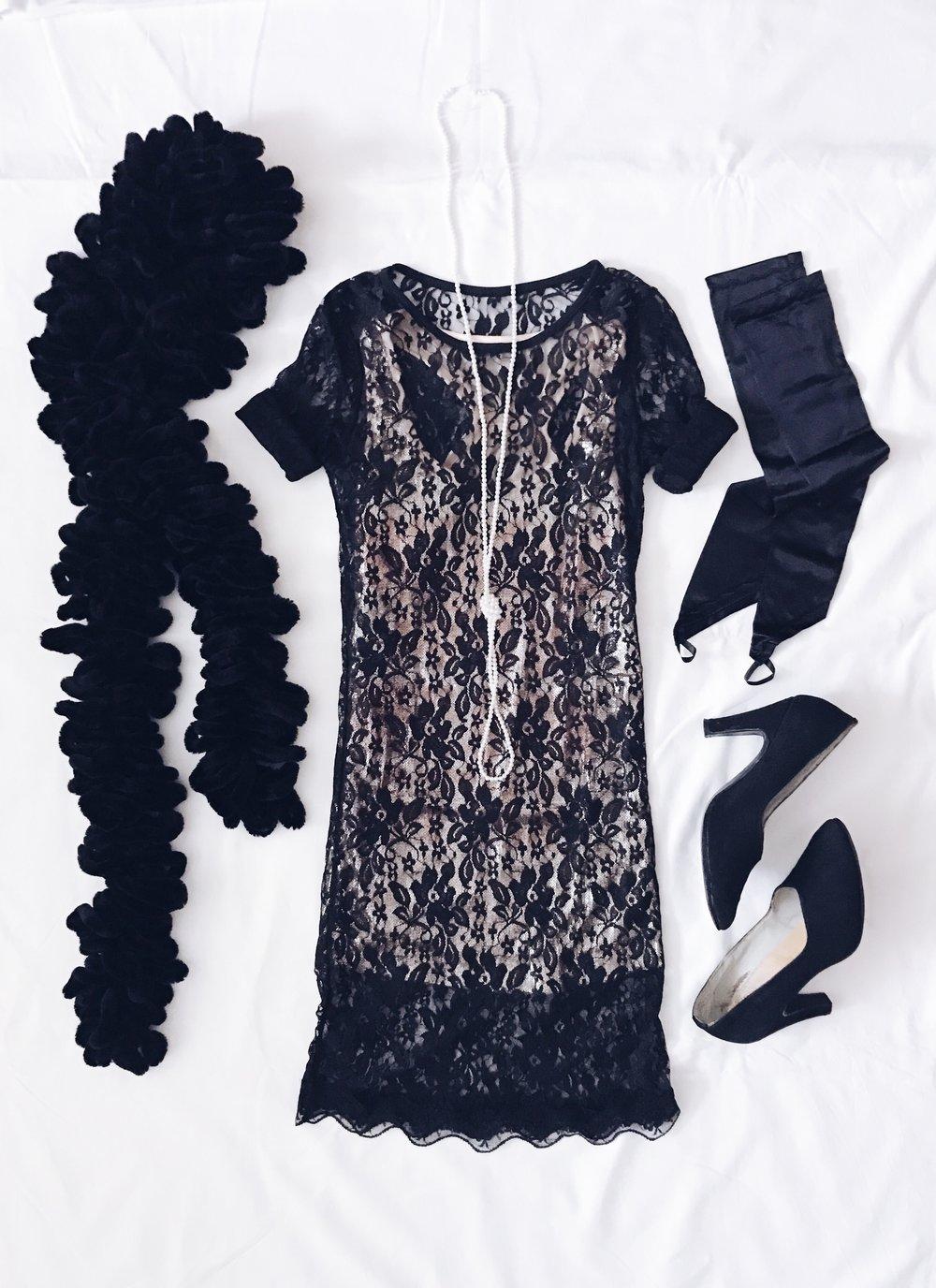 Дантелена рокля: Shein  Потник с пайети: Terranova style