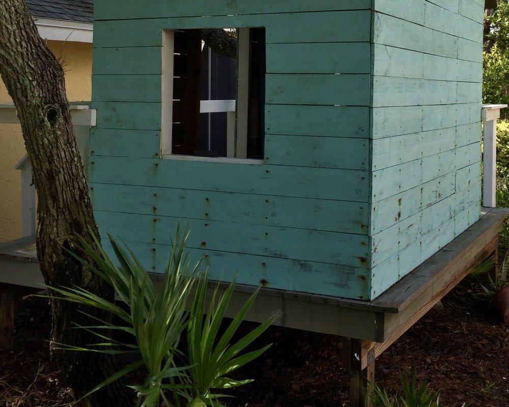 freestanding treehouse deck