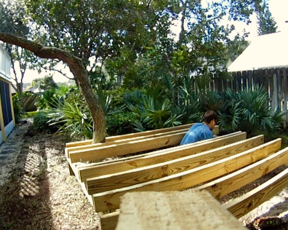 Treehouse freestanding deck joists