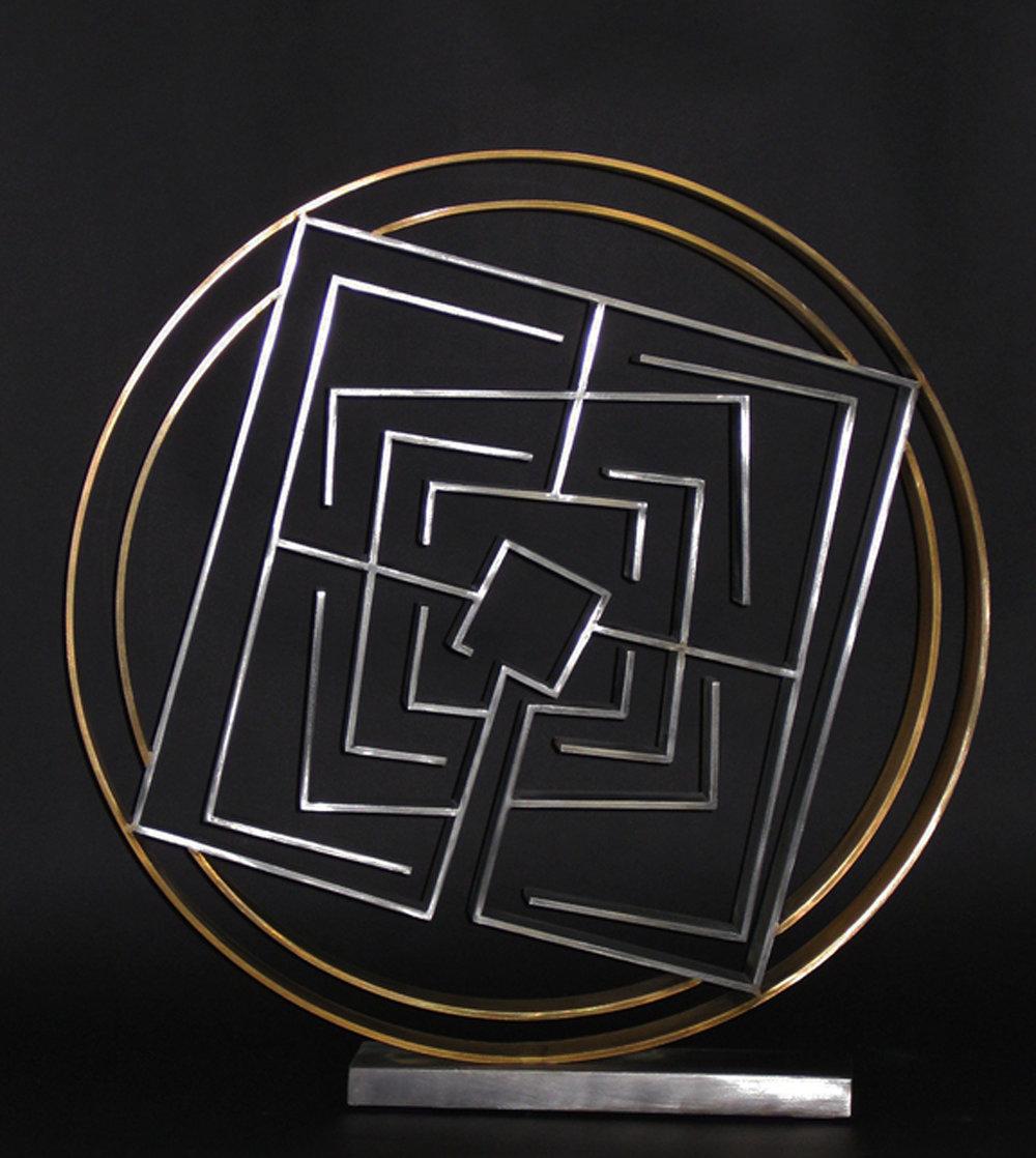 Centripetal Labyrinth: Static Motion