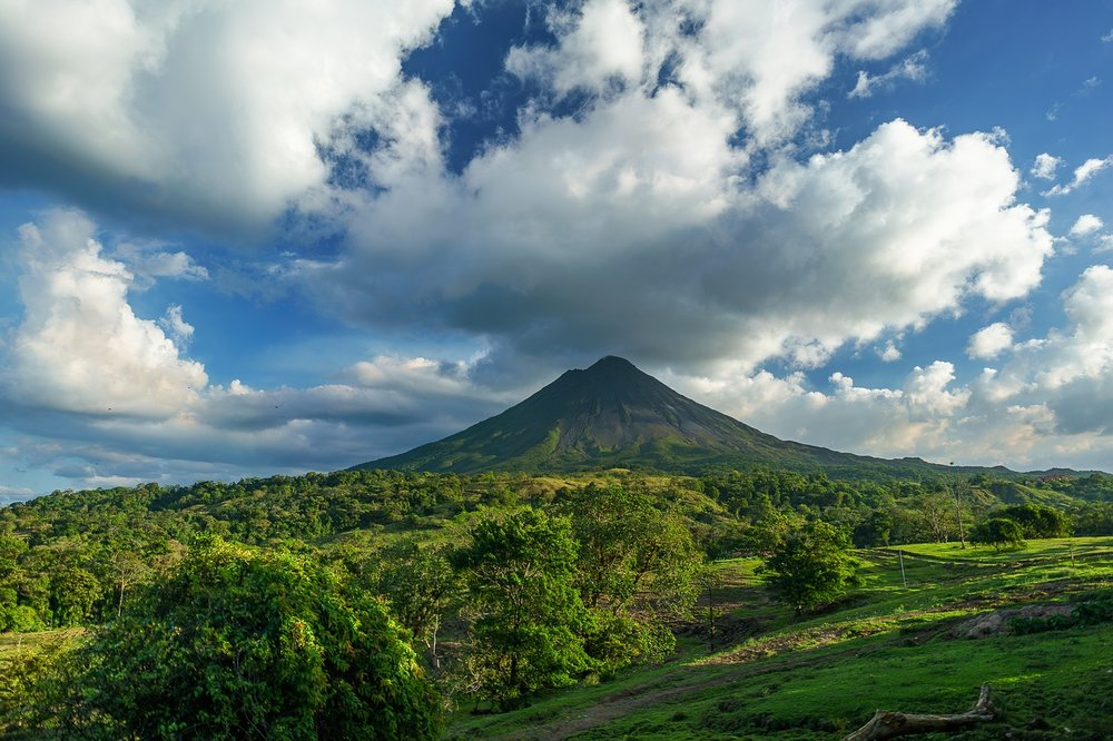 THE MAJESTIC ARENAL VOLCANO CAN BE SEEN FROM MILES AWAY