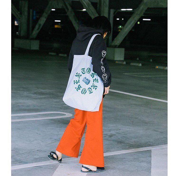 SS Drop in Tokyo 💐 Smiley Hoodie + Cinder Block tote bag http://ift.tt/2sFtNDy