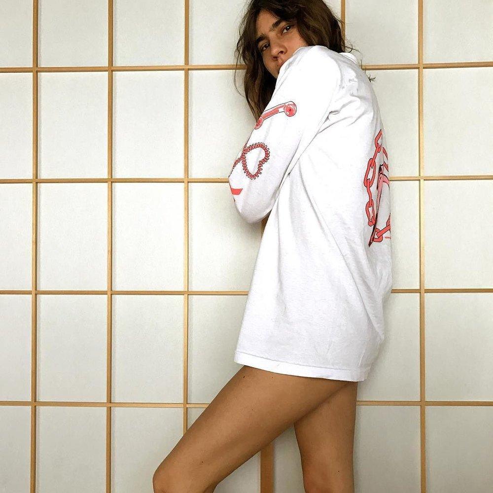 Mari @marigiudicelli 👼🏻 'Love Line' long sleeve ☎️🌹 http://ift.tt/2wiWS6G