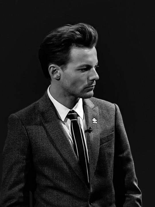 Louis Tomlinson at the Pride of Britain Awards (November 2016) / Original image  REX  / Edit  whiteknightonasteed