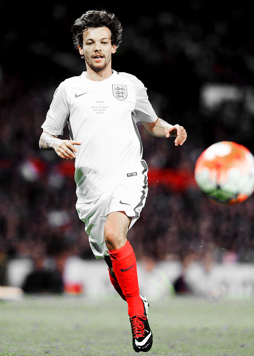 Louis Tomlinson for Soccer Aid (2016).