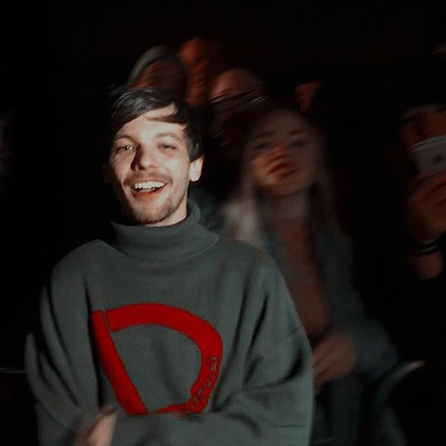 Swipe for some cuteness and tag someone who needs to see these photos of happy-blurry Louis. 🥰