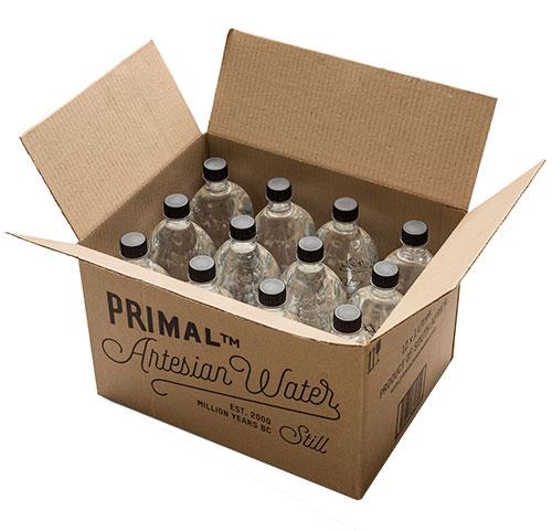 12支500毫升和1公升可回收的聚酯瓶。