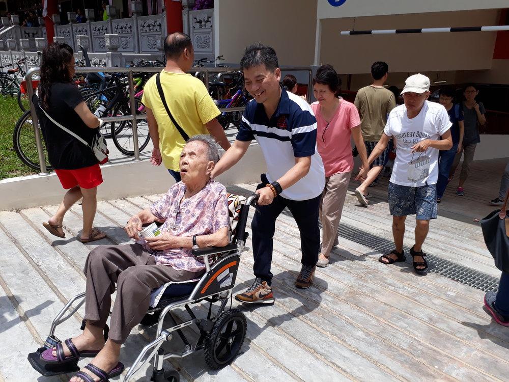Our compassionate CEO, Mr Simon Quek...慈悲的郭执行长...
