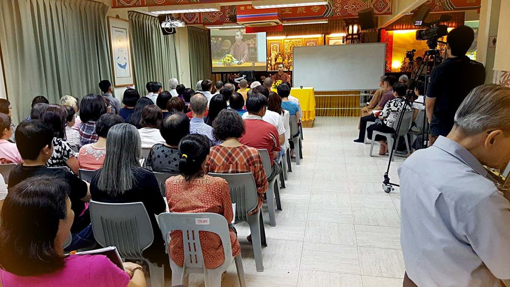 240 attendees listened attentively, and savored the feast of Dharma. 240人集睛会神,品尝法海的飨宴。