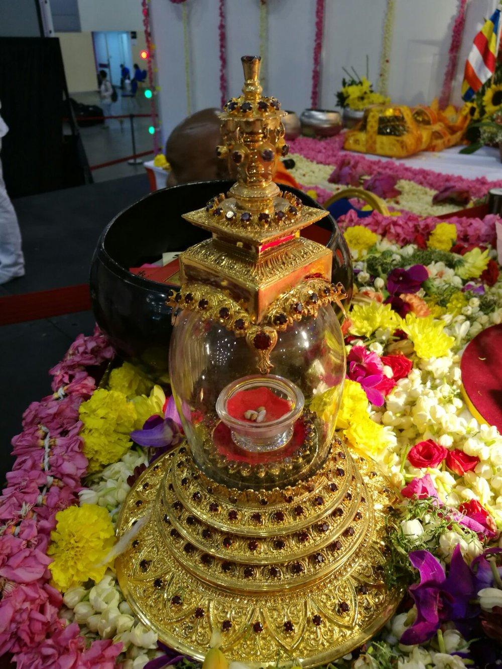 """舍利塔的典故——佛陀在涅槃前对弟子说:""""见舍利,如同见我。"""""""