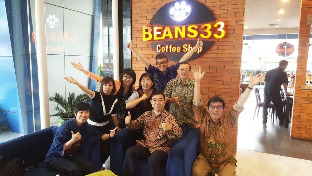 国际关怀组组长罗绍国,七位组员是冯所强、李佳达、游福平、张郦缃、蓝美虹、朱秀萍及黄秀丽一起出发到棉兰。