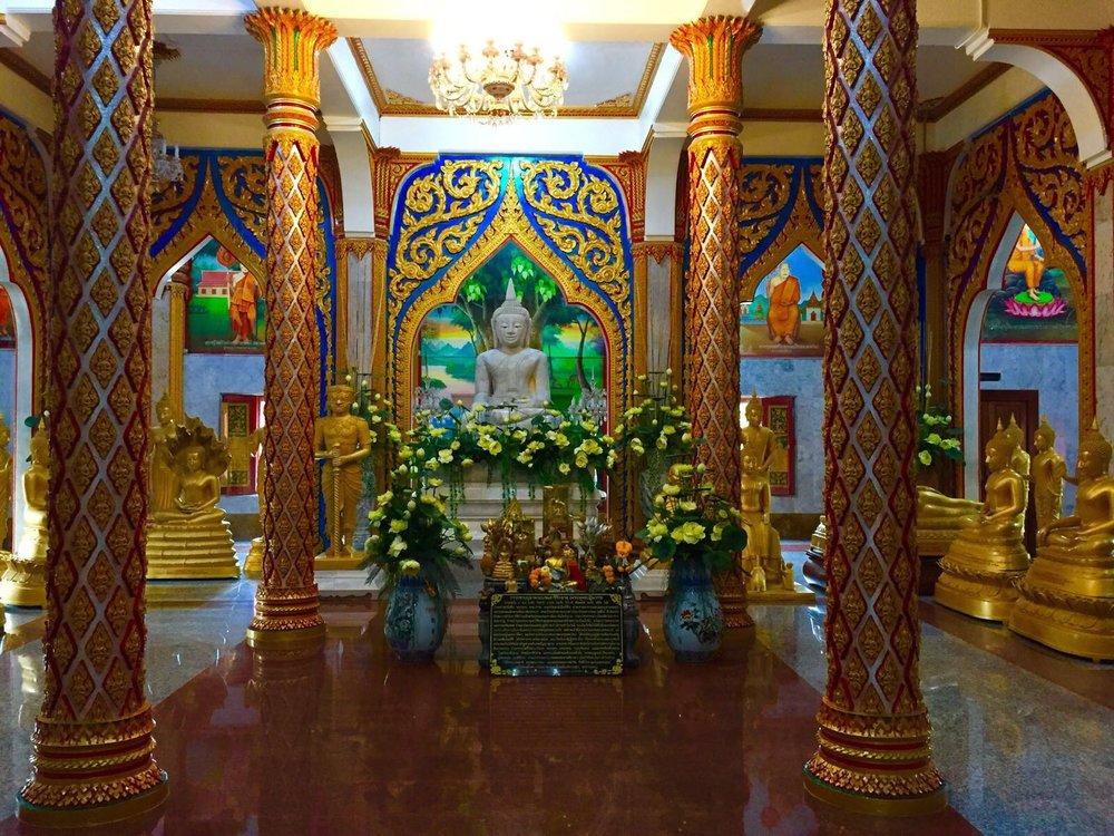 第二层楼供奉的佛像