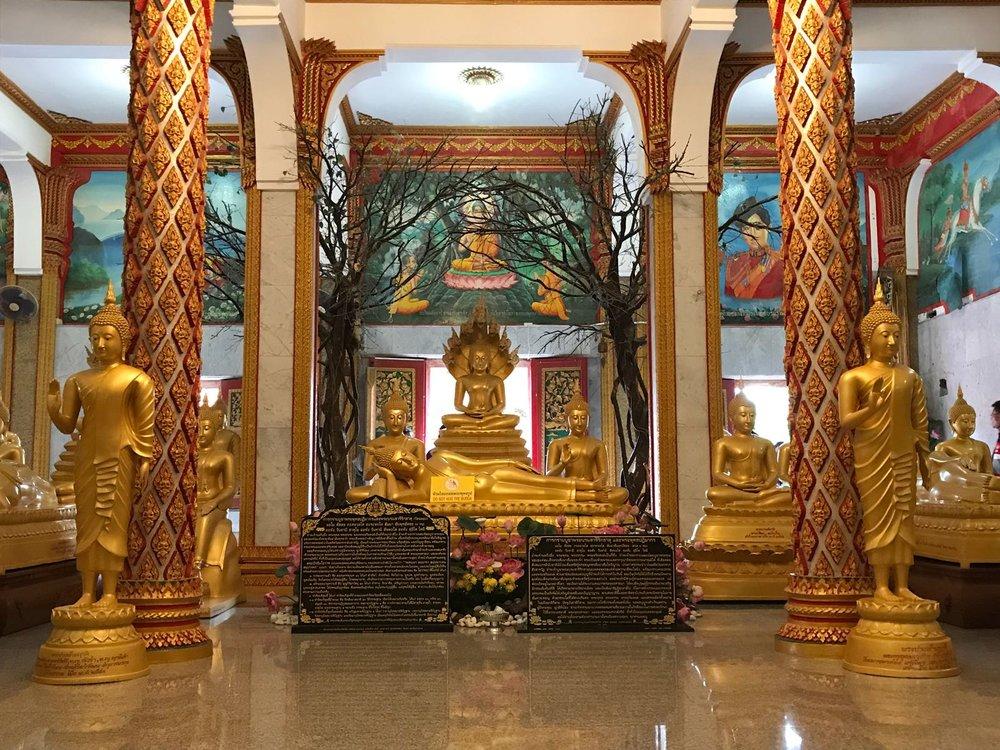 第一层供奉的佛像