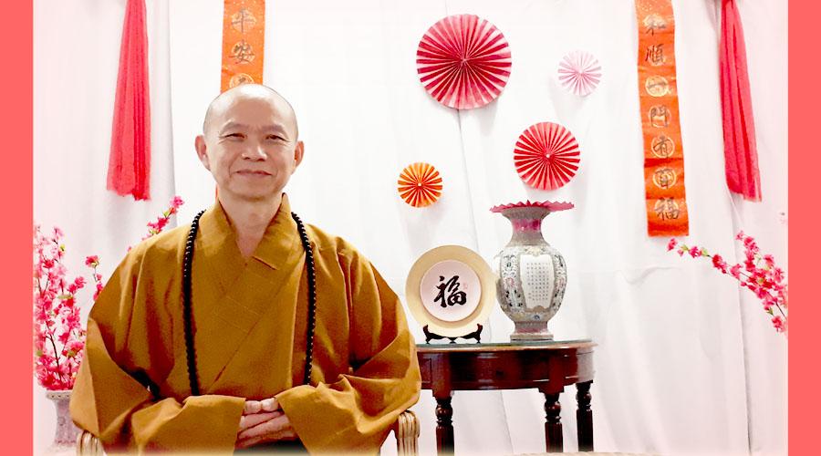 1962年出生 1990年前往台湾修学,隔年于广化老和尚座下剃度。 1991年追随日常老和尚建立僧团,参与各类法会、讲座、海外弘法等。 1994年开始担任僧团上座,2000年担任凤山寺住持。2002年积极推动新马佛法教育。 2015年筹建吉祥宝聚寺,并担任指导法师至今。 -