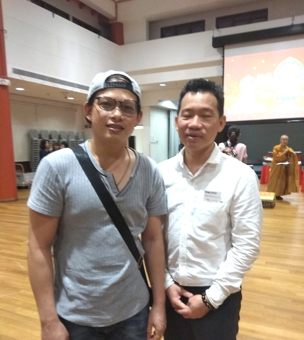林伟祥先生是后港的居民,这是他毕生以来,第一次跨年诵经,感觉心情很平净,也很欢喜。这和他往年欢腾、激昂迎新的方式,截然不同,感到很受用。