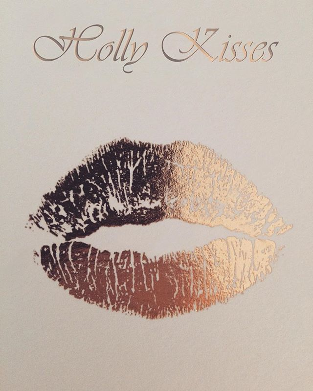 #hollygolightly #kisses #fashion #fashionista #fallwinter #bigkiss #feelgood #happy
