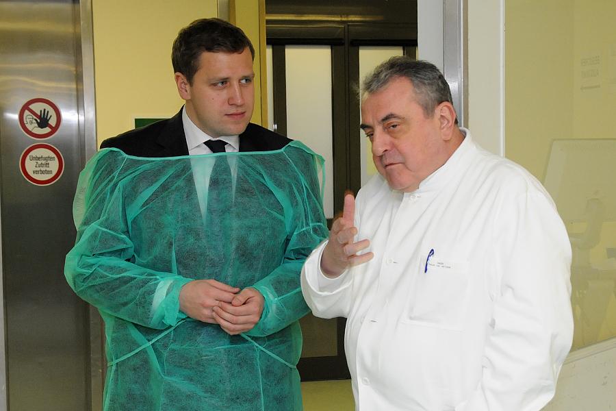 Gottfried Ludewig und Prof. Roland Hetzer (Bild: Nickolaus / DHZB)