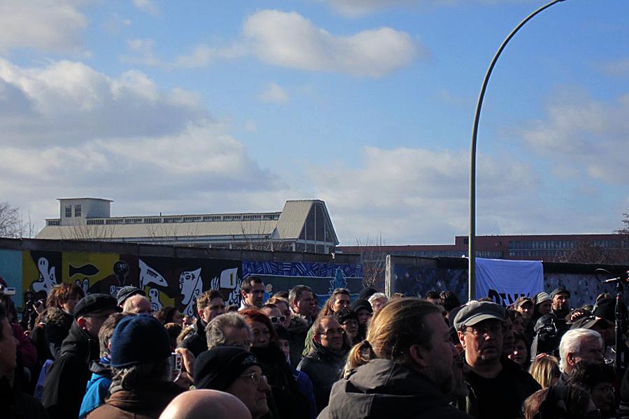 """Die in Rede stehende Öffnung in der """"East-Side-Gallery"""" - Foto von www.wohlrabe.de"""