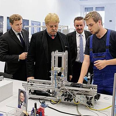 Gottfried Ludewig und Elmar Brok im ABB Ausbildungszentrum