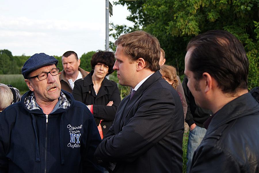 Gottfried Ludewig im Gespräch mit Bürgerinnen und Bürgern